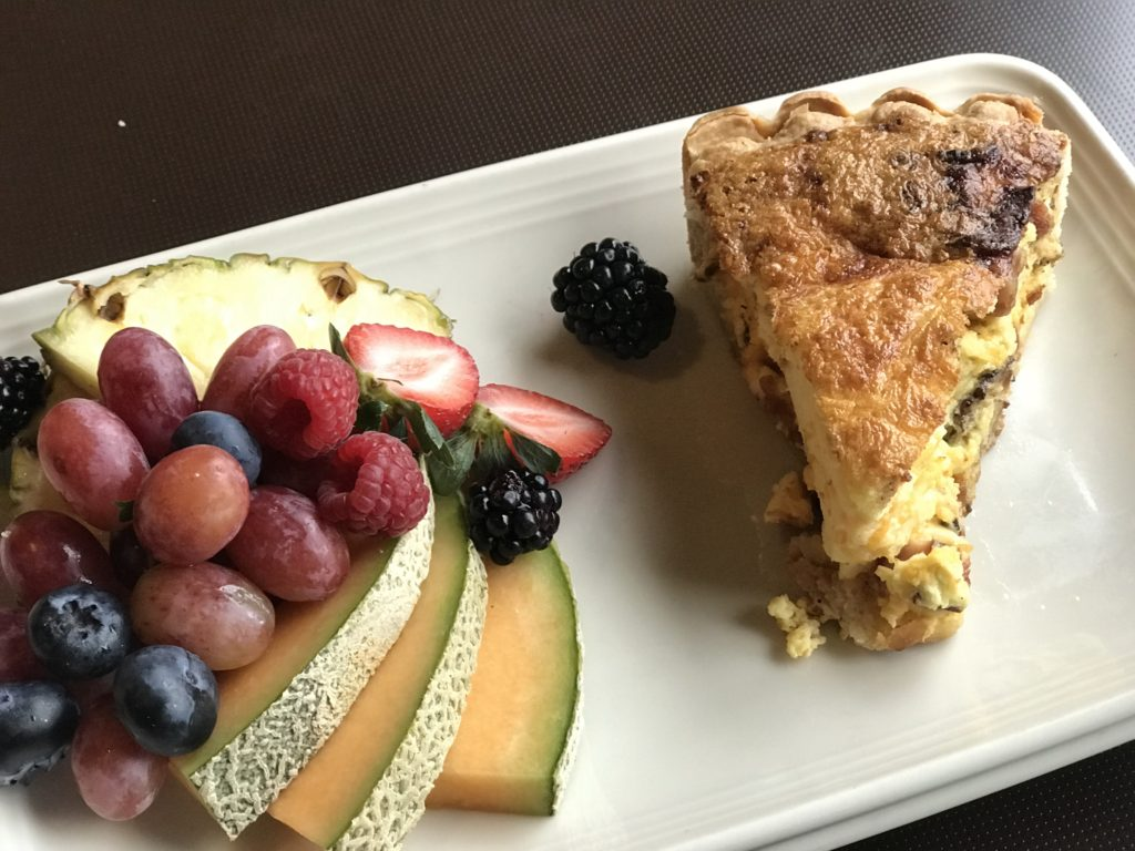 Quiche and fruit